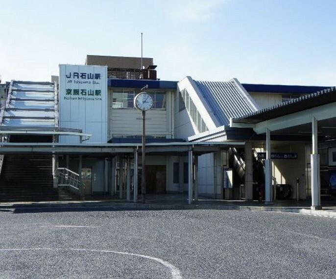 石山駅(JR 東海道本線) 改札口の横にキヨスク、みどりの窓口の横にセブンイレブン石山店があります。