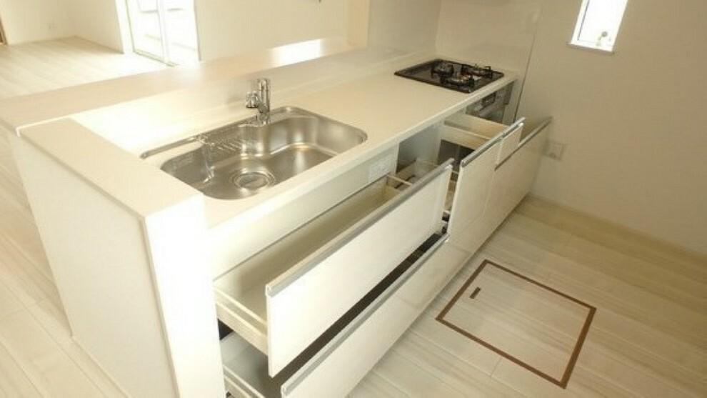 キッチン 収納豊富、お掃除楽なのカウンターキッチン