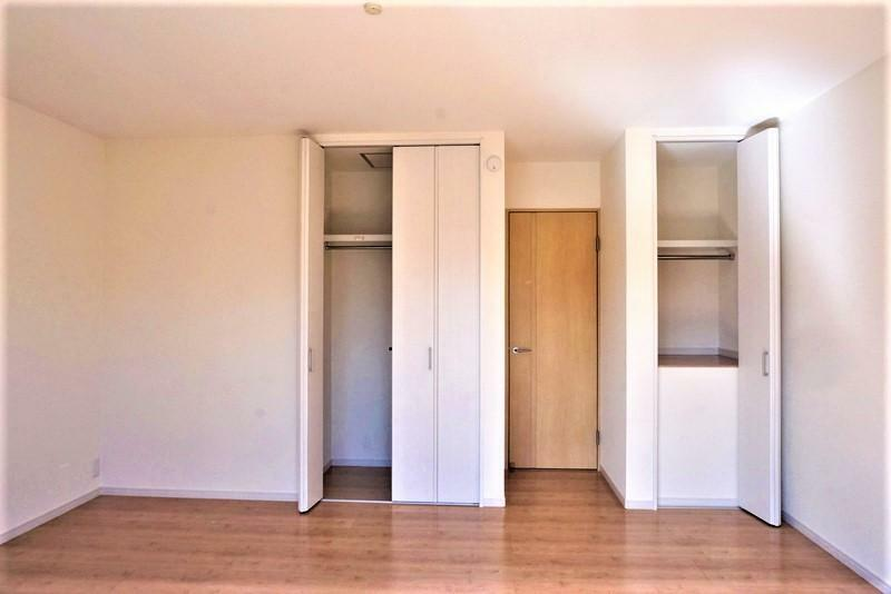 洋室 【施工事例:洋室】全居室に収納スペースを確保!荷物の多いご家族でも安心です。