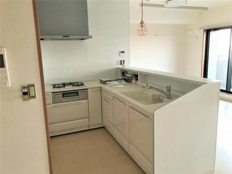 キッチン 使い勝手のいいL字型キッチン!ワイドなシンクで洗い物もラクラクです!