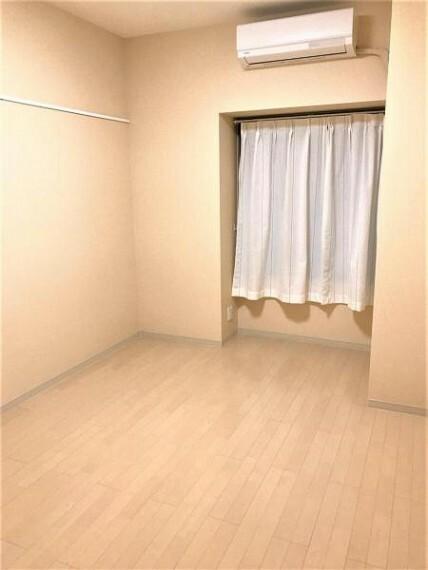洋室 お掃除もラクチンなフローリングのお部屋です。