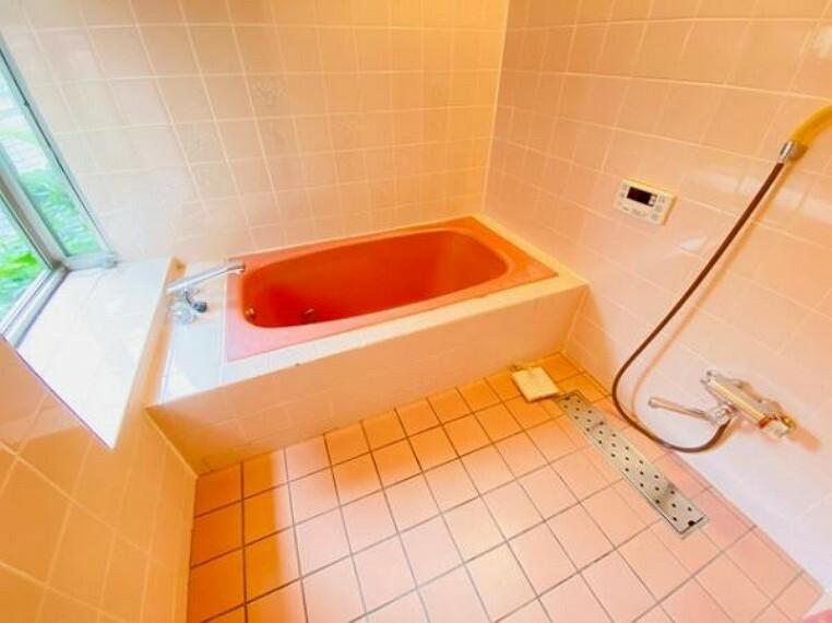 浴室 ゆったりとした浴室には嬉しい子窓付きです!