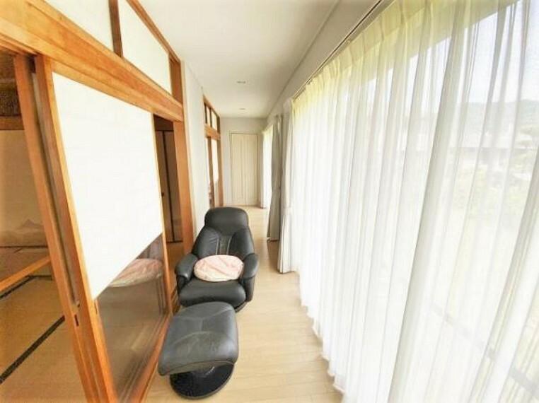 二階の和室は縁側が付いており、客間としても最適です