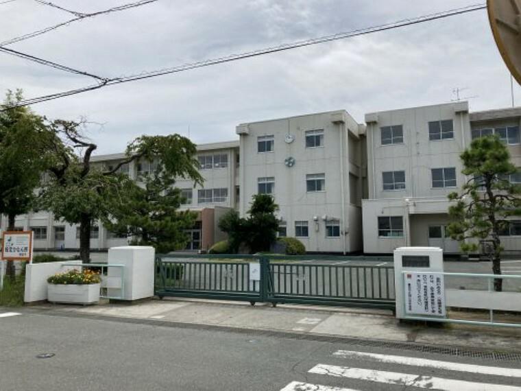 中学校 【中学校】磐田市立城山中学校まで704m