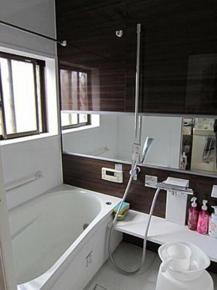 浴室 大人が足を伸ばしても十分な広さ!一人でゆっくりくつろぐ時間も大切です!