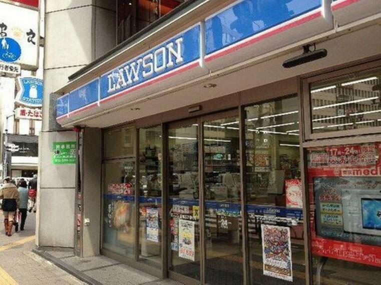"""コンビニ ローソン新宿一丁目店まで131m マチの健康ステーション。 """"みんなと暮らすマチ""""を幸せに。"""