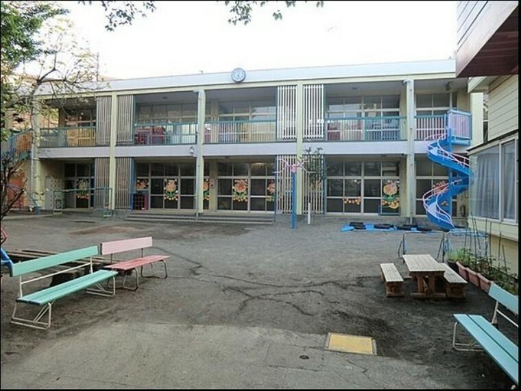 幼稚園・保育園 飯山幼稚園 飯山幼稚園では、保護者の方に毎日の送り迎えとお弁当をお願いしております。