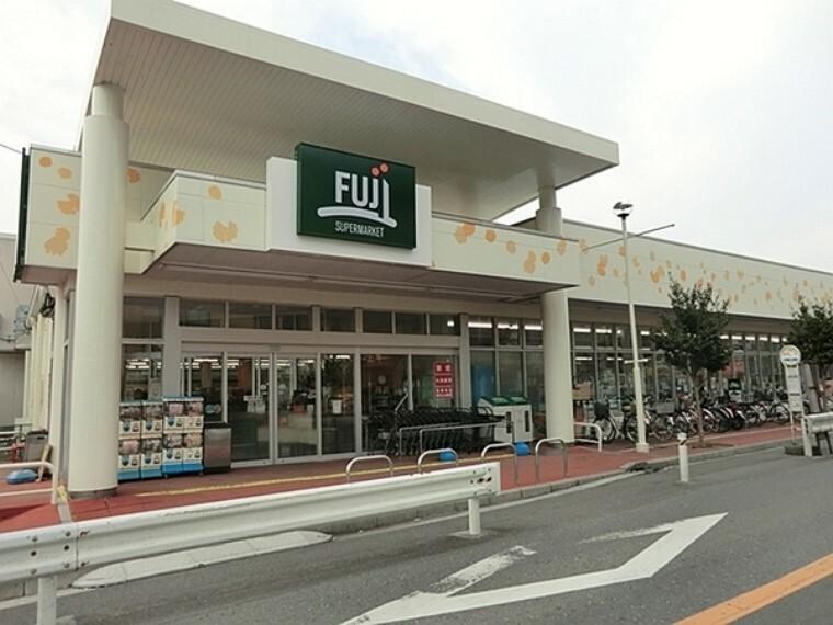 スーパー フジスーパー 馬場店 営業時間 9:30から22:00 地元で取れた横浜の野菜を販売しており、地域に密着したスーパーです。