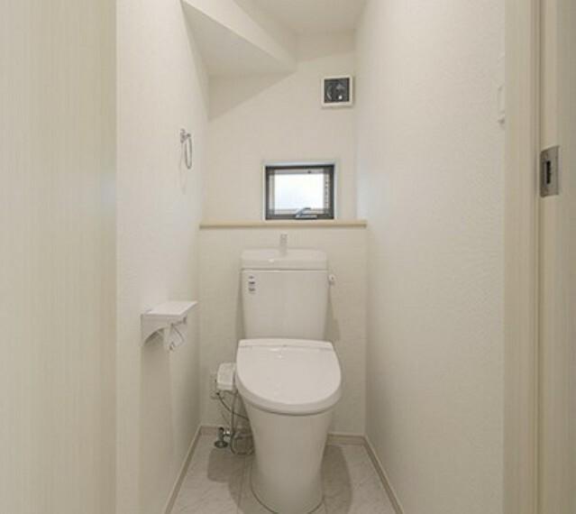 トイレ 小窓がついているので風通り良好!