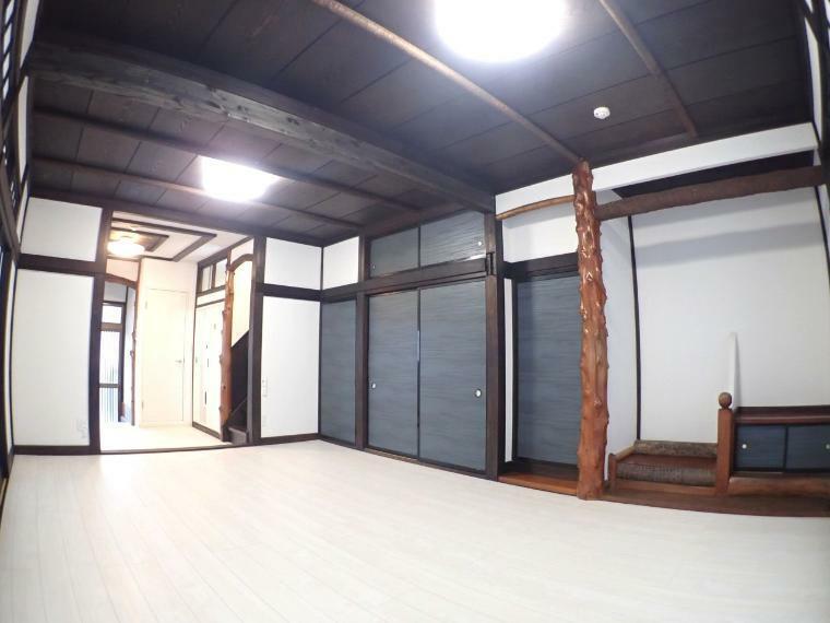 リビングダイニング 和モダンテイストな内装です(1階LDK)