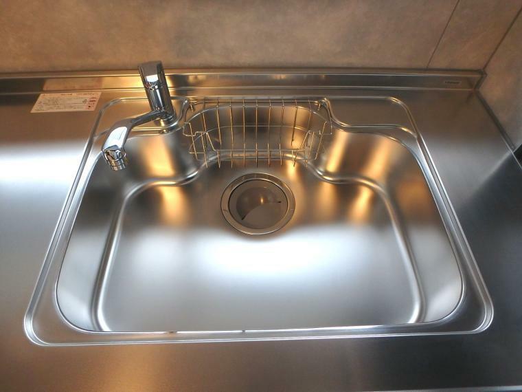 キッチン 大きくて食器洗いもラクラク!