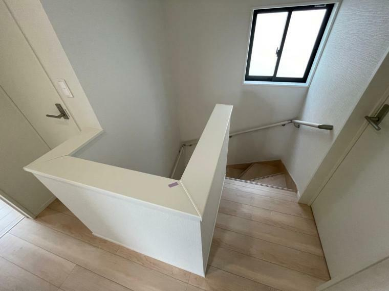 手摺り付きの階段