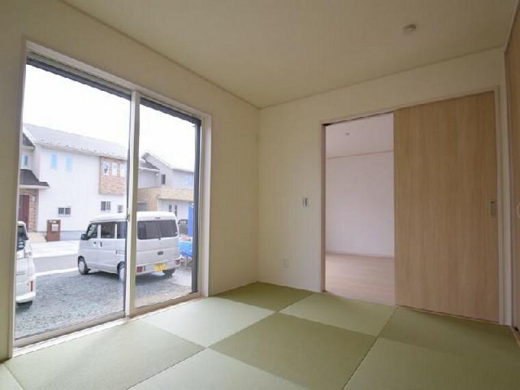 朝日C号棟:和室(同仕様・同形状)・・・6帖の和室は、琉球風畳になっていますので、お洒落ですよ!