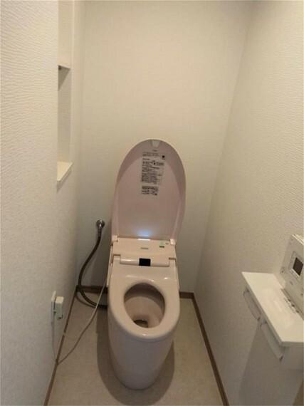 トイレ 快適な温水洗浄便座です