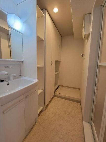 脱衣場 収納もある洗面室はなにかと便利に使えます!