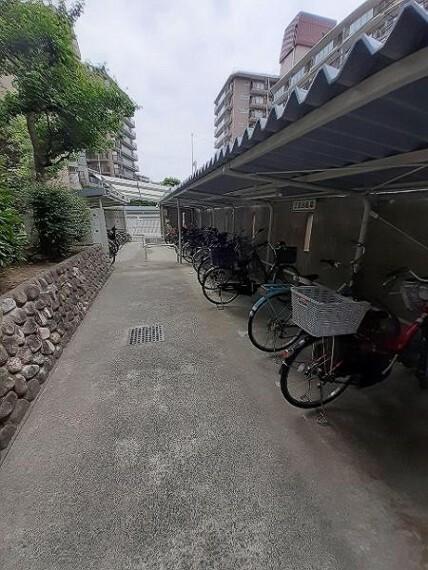 駐輪場 屋根のある駐輪場は雨の日に嬉しいですね!