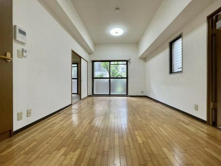 リビングダイニング リビング以外の各居室も天井が高くとれたマンション
