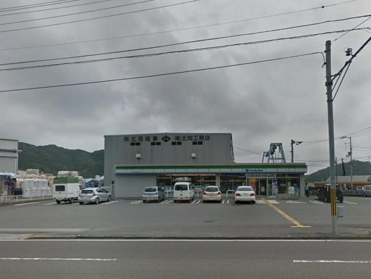 コンビニ 【コンビニエンスストア】ファミリーマート五台山タナスカ店まで260m