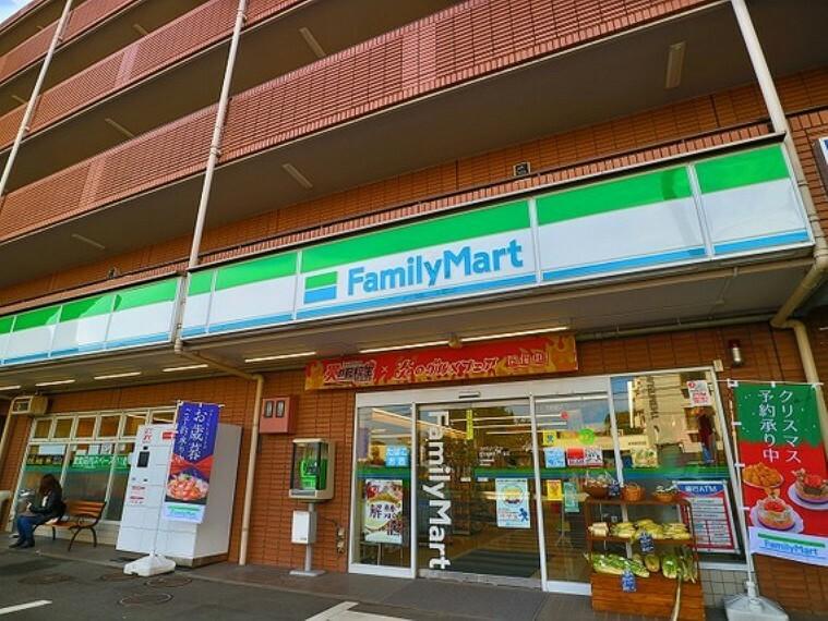 コンビニ ファミリーマート世田谷鎌田3丁目店 約600m