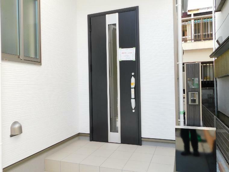 玄関 来客者を確認できるモニター付インターホン