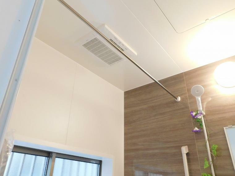 冷暖房・空調設備 雨の多い季節に力を発揮!洗濯物を溜めずとも浴室内で乾燥出来とっても便利!冬場は寒い浴室を暖房で温めることも出来るので、年配の方の心筋梗塞などの危険性を低減!