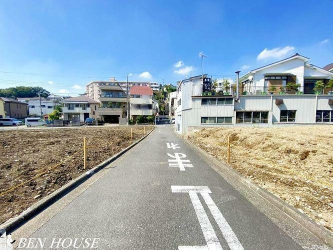 現況外観写真 外観・閑静な住宅街の中の、ゆとりある新築一戸建て。静かな住環境と眺望が魅力のやすらぎと落ち着きのある住宅。
