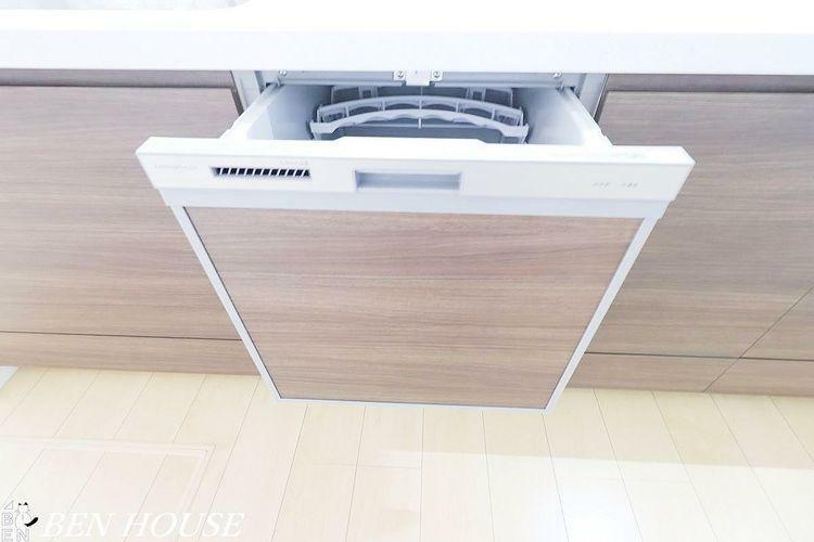 発電・温水設備 自動食器洗浄乾燥機(同仕様参考写真)・手洗いよりパワフル。高温でしつこい汚れもしっかり落とします。節水になる上、時間も有効活用できます。