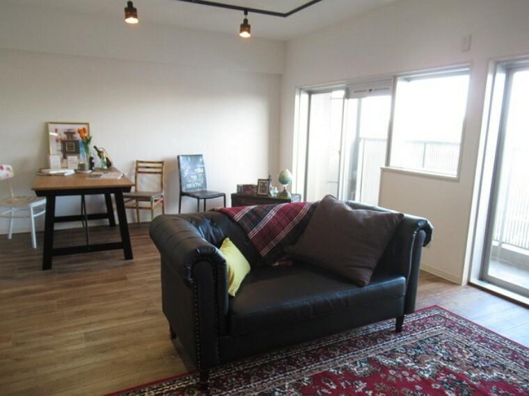 居間・リビング ゆったりと快適にお過ごしいただけるLDKは、お子様のキッズスペースに使え、リビング学習にも最適!