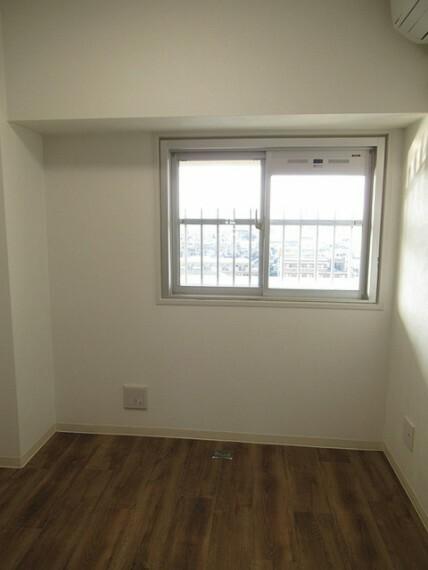洋室 北側の洋室です! 収納もしっかり取れていますのでお部屋を有効に使えますね!!
