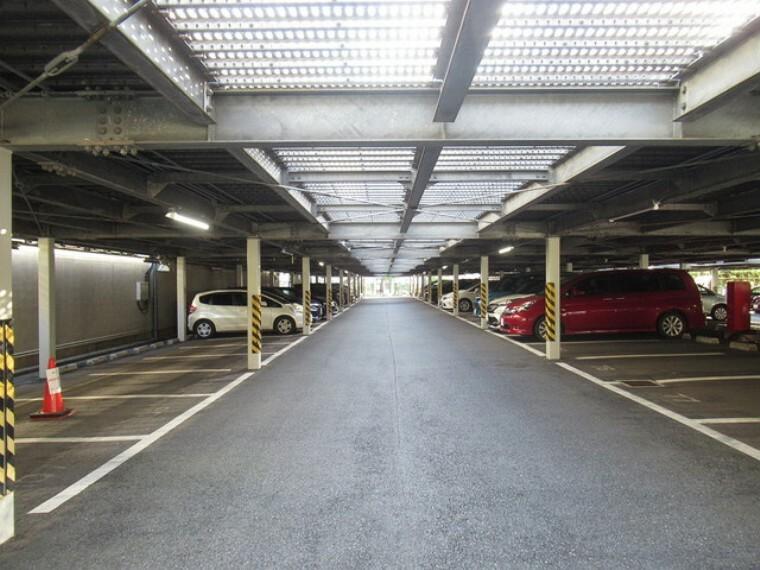 駐車場 機械式駐車場でないのは、珍しいかと思います。