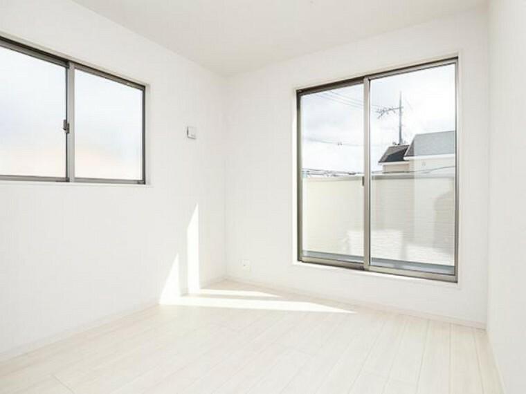 \同仕様写真/こちらのお部屋はバルニコーに面しており、日当たり、通風ともに良好です!お布団などもサッと干せて便利ですね