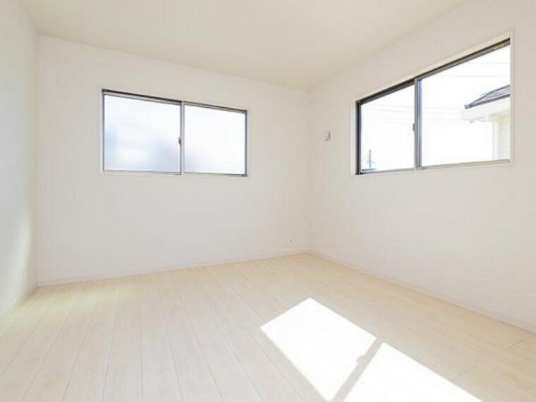 \同仕様写真/子ども部屋や寝室に用途多彩な明るい洋室