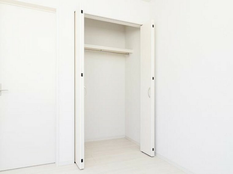 \同仕様写真/季節の物もすっきり片付く便利な収納スペースです!