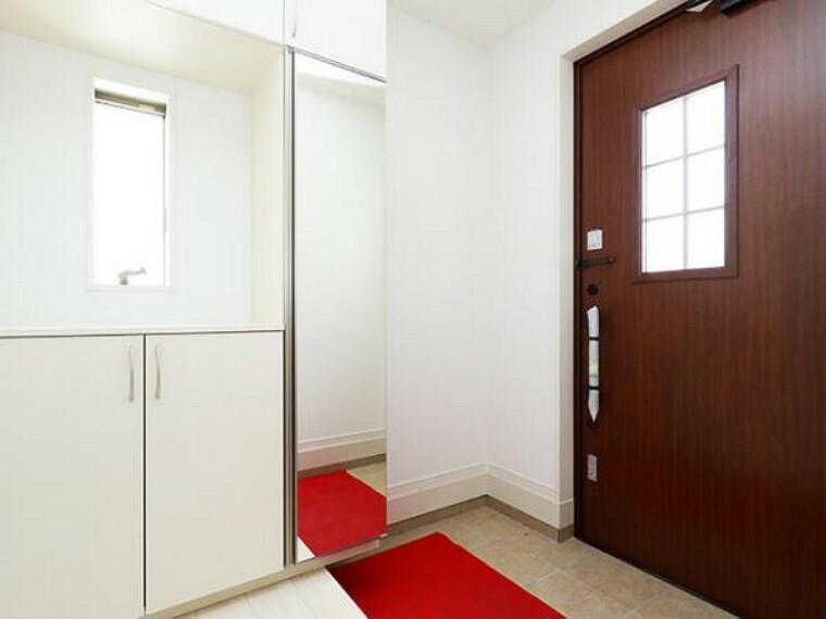 \同仕様写真/玄関は防犯性の優れたダブルロックドアです!