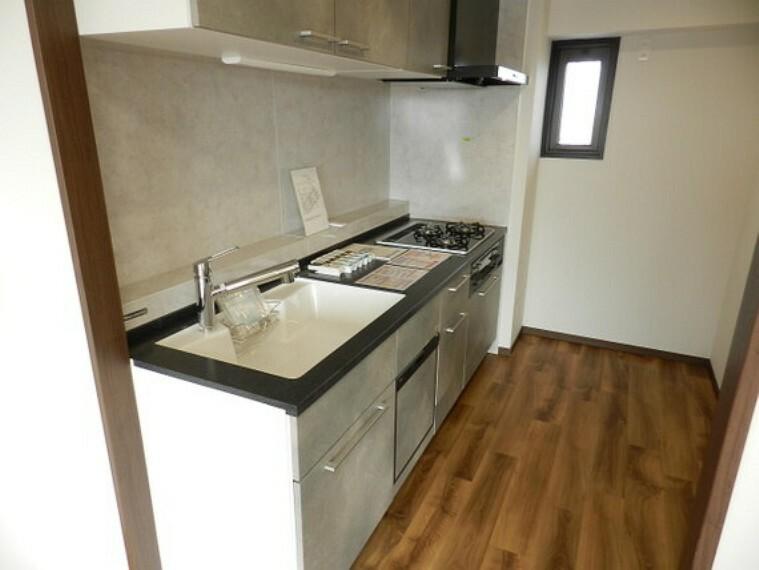 キッチン 家事も快適、食洗機付のシステムキッチンです。