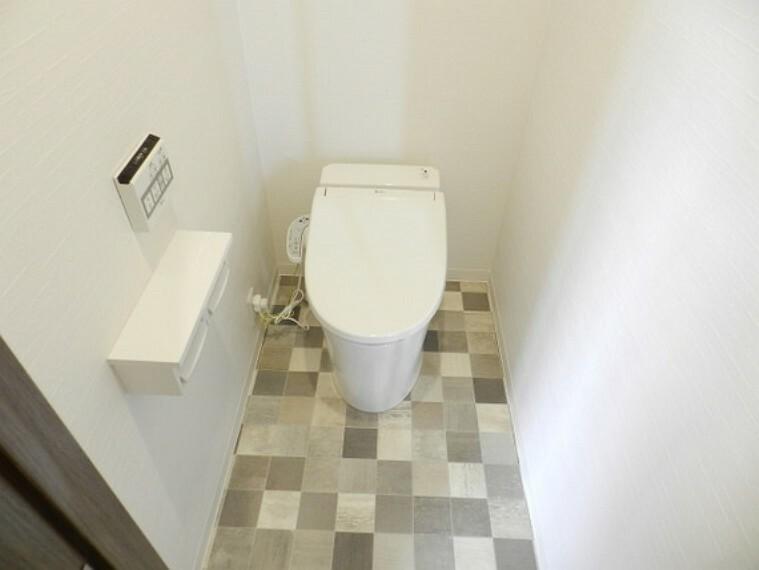 トイレ お手入れが簡単なタンクレストイレ。