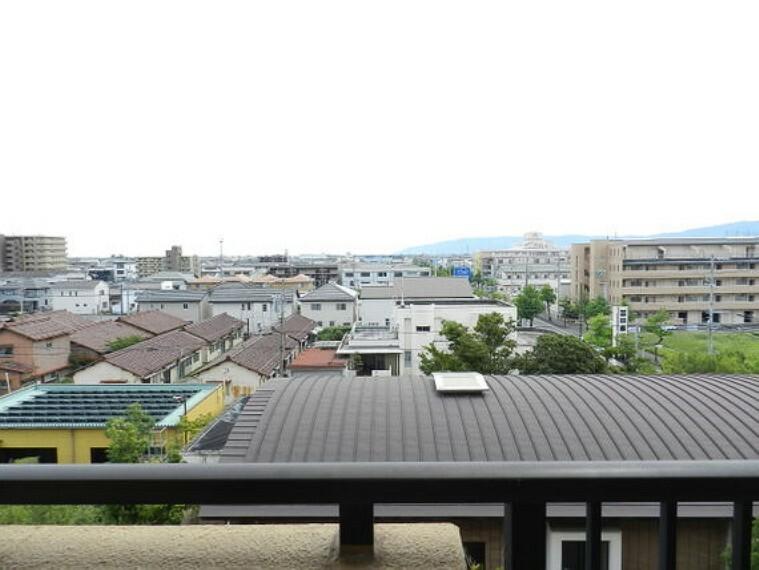 眺望 街を一望できる5階部分からの眺め。夜空も楽しめそうです。