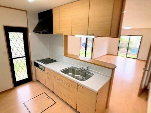 キッチン IHキッチンはサッとひと拭きでお掃除ラクラク!