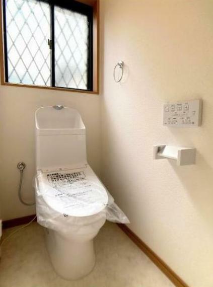 トイレ トイレはTOTO製の温水洗浄機能付きに新品交換!