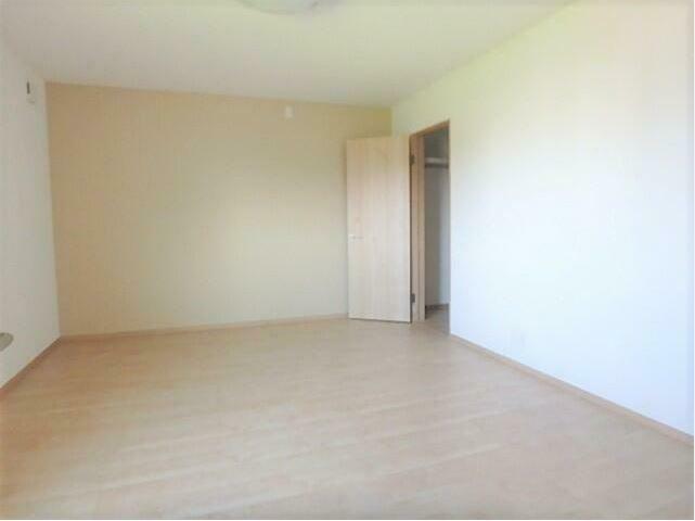 洋室 10帖の主寝室は広々とお使いいただけます。