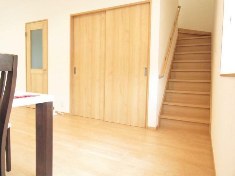 居間・リビング 家族のコミュニケーションがとりやすいリビング階段!