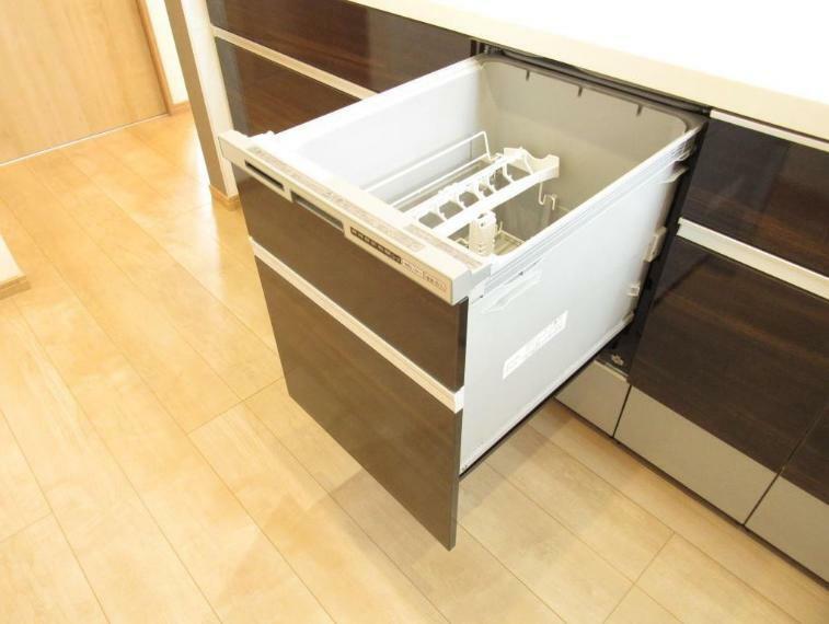 キッチン 便利な食器洗浄乾燥機付き。