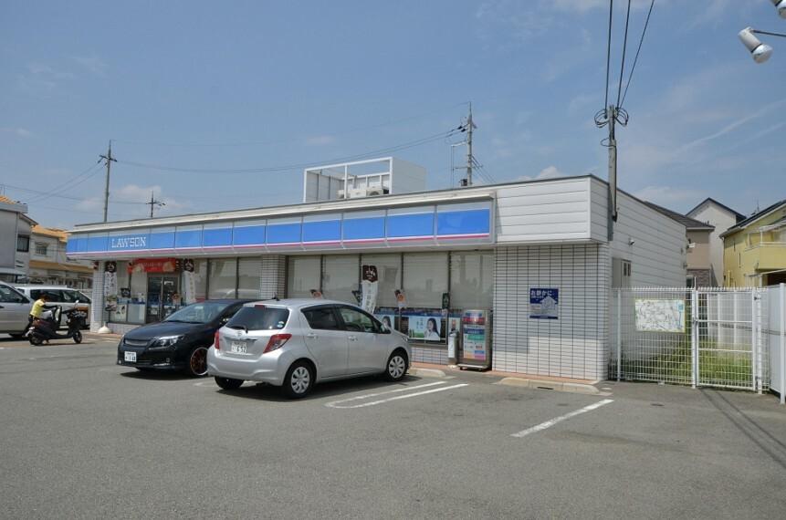 コンビニ 【コンビニエンスストア】ローソン川西萩原1丁目店まで716m