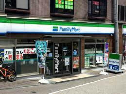 コンビニ 【コンビニエンスストア】ファミリーマート 石切駅前店まで451m