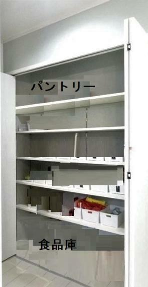 キッチン パントリー! 大きな食品庫。何でもしまえますね!