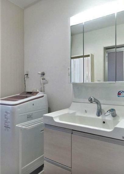 脱衣場 洗面室 まだこの10月で丁度、築3年、綺麗な住宅です。