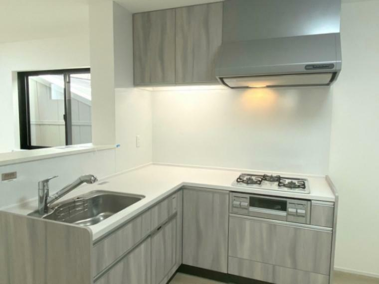 キッチン 使い易いタカラスタンダード製L字型キッチン