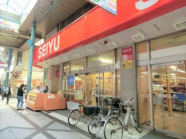 スーパー 【西友衣笠店】衣笠商店街の中にあり、雨の日でも濡れずに駅直で行けることが出来ます。24時間営業スーパーが駅周辺にあるのは大変嬉しいものです。