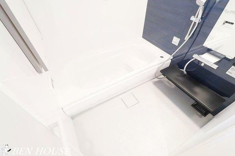 同仕様写真(内観) 浴室(同仕様参考写真)・脚を伸ばしてくつろげる1坪サイズの浴槽でバスタイムを快適に過ごすことができます。