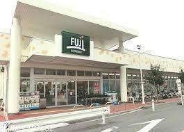 スーパー FUJI/馬場店 徒歩6分。家事の合間にお買い物もできる気軽な近さの品揃え豊富なスーパーです。